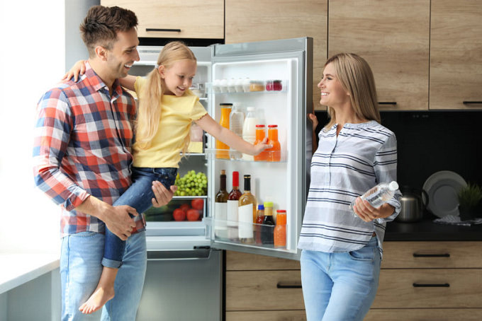 frigider deschis bucatarie familie