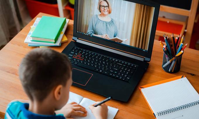 laptop scoala de acasa